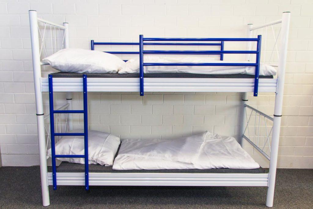 etagenbett ralf aus metall auch einzeln stellbar mein ausstatter. Black Bedroom Furniture Sets. Home Design Ideas